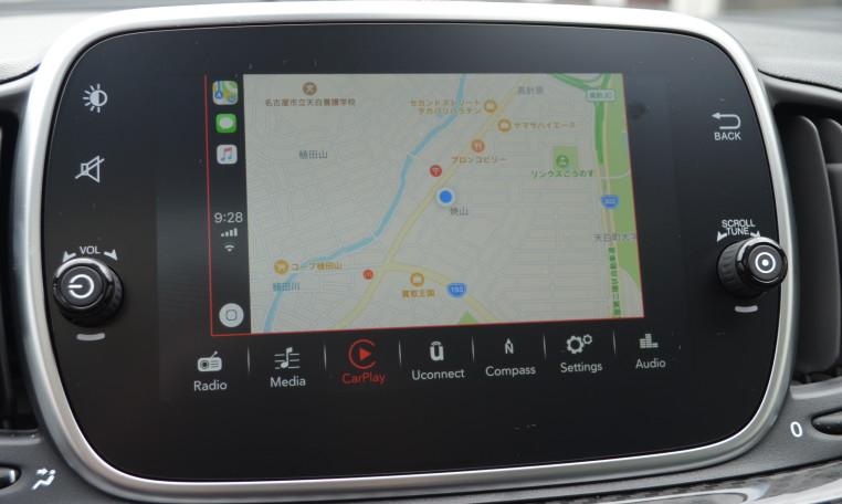 日本では選択不可能な7インチUコネクトではスマートフォンとの連動によるApple carplayがご利用いただけます。