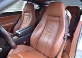 スポーティな走りを支えるシートですがラグジュアリーなイメージを兼ね備えてドライバーとパッセンジャーを包み込みます。