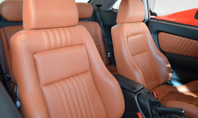 低走行車両の恩恵はインテリアのコンディションや使用する部分の使用感の少なさに反映されています。中古車でありながら新車時の状態を想像できる個体が魅力的なのはそこなのでは?